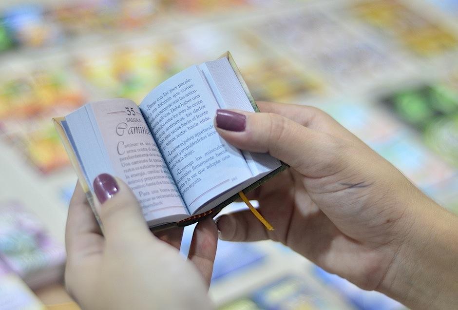 Los libros más pequeños del mundo están en FILGUA. (Foto: Selene Mejía/Soy502)