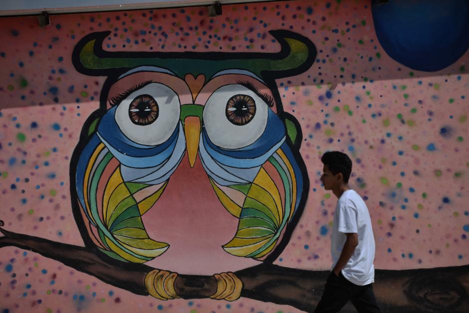 Un mural decora la sede de la organización. (Foto: Wilder López/Soy502)
