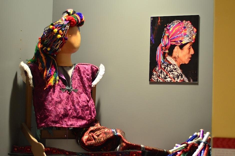 Los trajes modernos incluyen telas industriales. (Foto: Selene Mejía/Soy502)