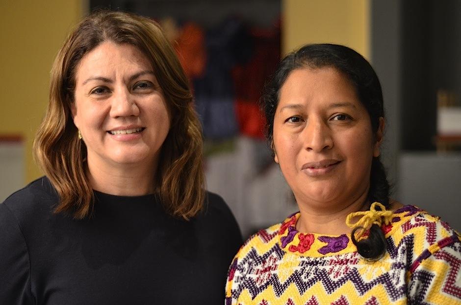 María Renée de Aguilar y Violeta Gutiérrez resguardan este gran legado. (Foto: Selene Mejía/Soy502)