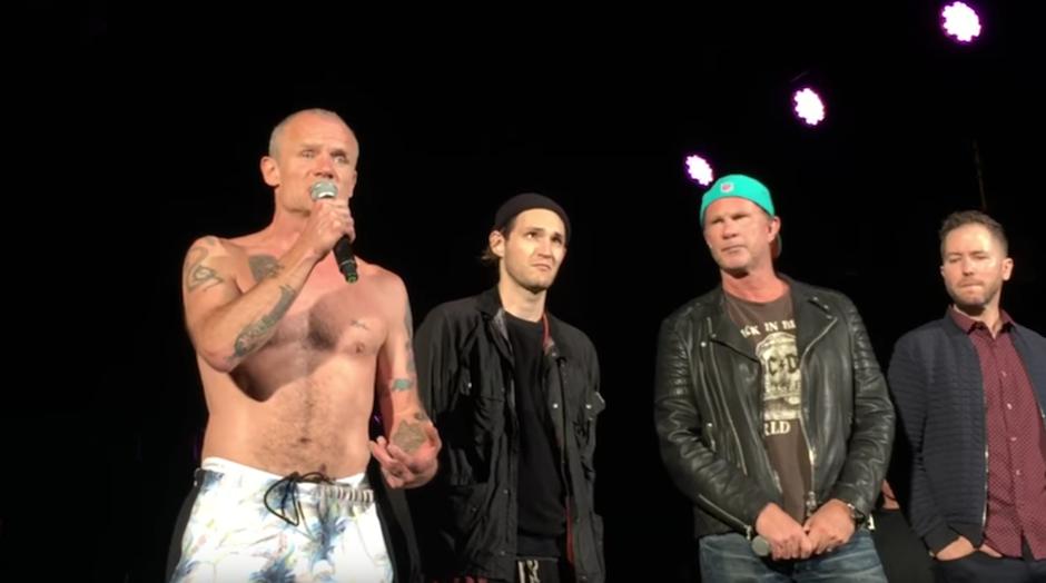 Integrantes de la banda se disculparon, agregando que Anthony tuvo un fuerte dolor estomacal. (Foto: SYoutube)