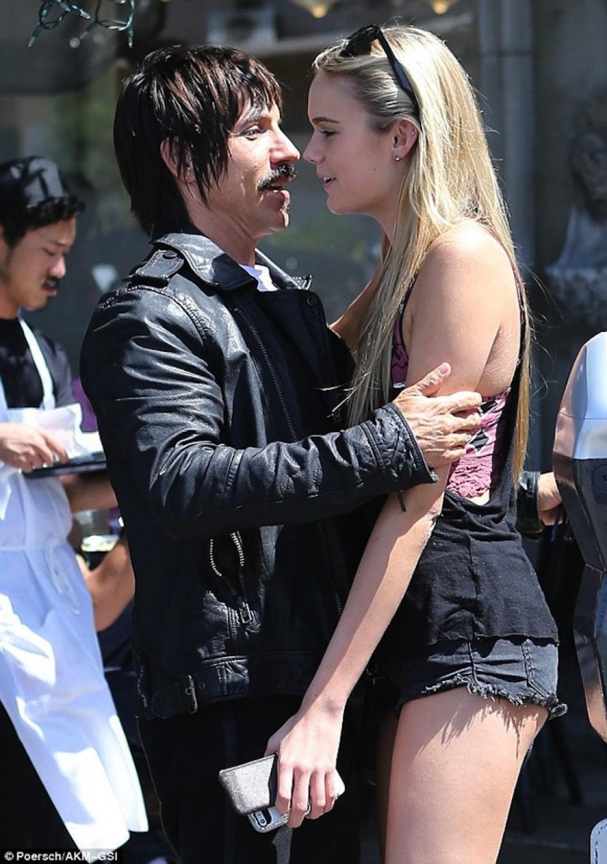 Tras su ruptura se le ha visto con otras modelos. (Foto: Mail Online)