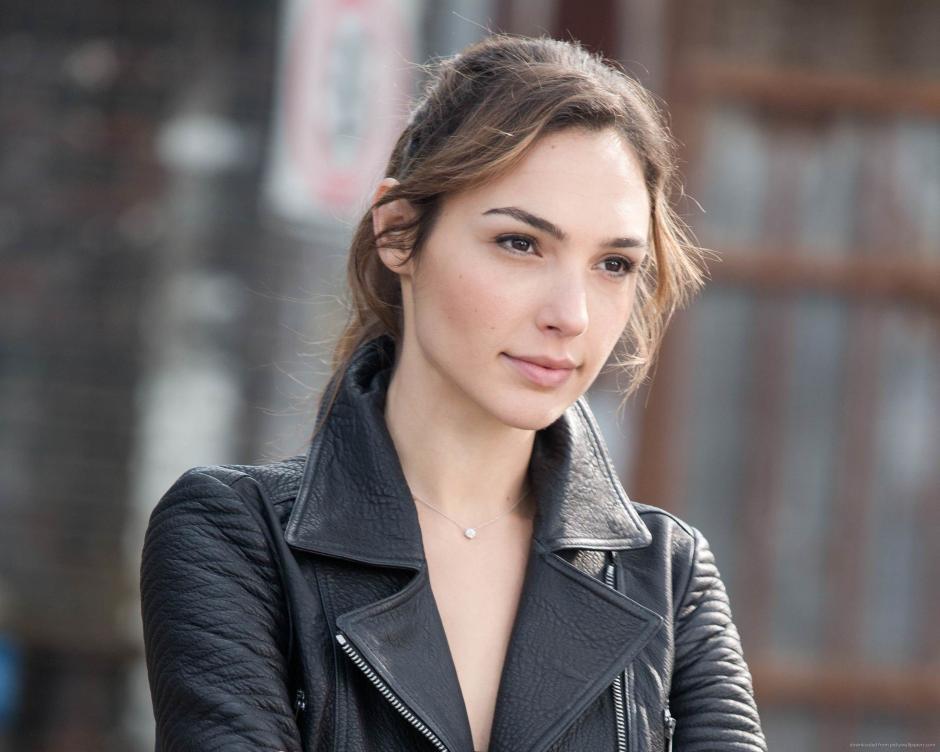 Gadot interpretó a Gisele en tres películas de la saga Rápidos y Furiosos junto a Vin Diesel y Paul Walker. (Foto:reddit.com)