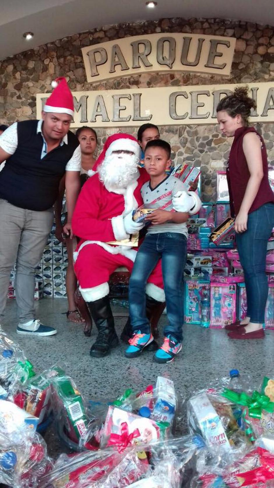 Los regalos fueron repartidos previo a la Navidad. (Foto: Esduin Jerson Javier Javier/Facebook)