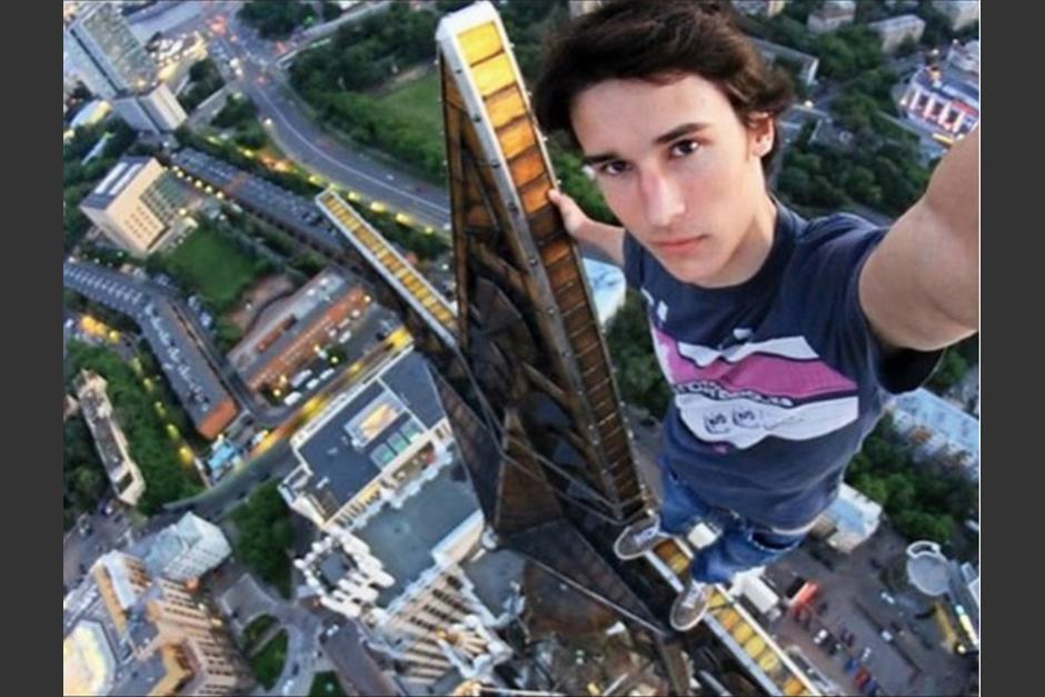 Los jóvenes son quienes registran las principales muertes por tomarse selfies. (Foto: regiando.com)