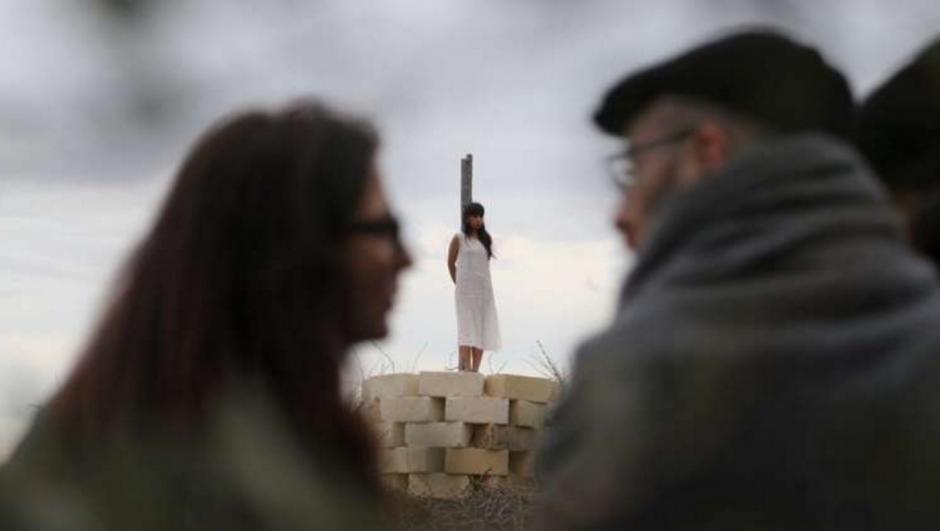 Unas 20 personas ayudaron a formar pirámide. (Foto: La Repubblica)