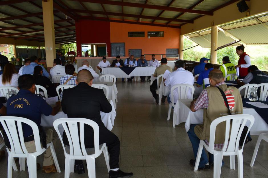 Representantes de la PMT y la PNC acudieron a la presentación del reglamento. (Foto: Marlon Villeda/Nuestro Diario)