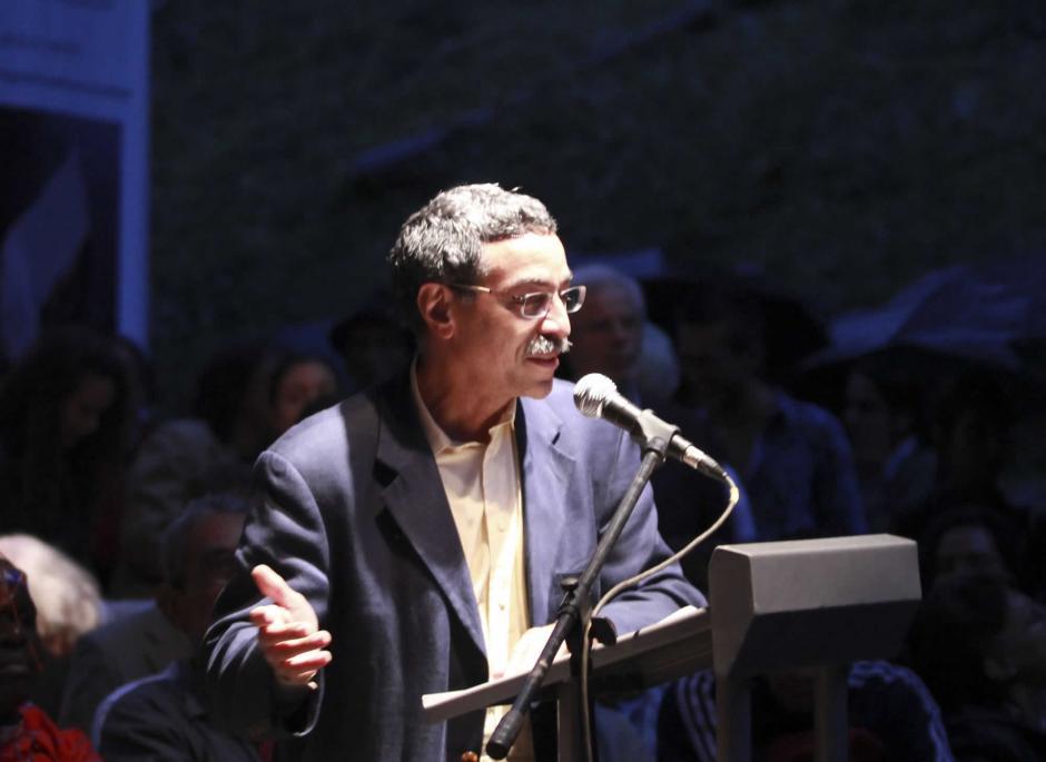 El dominicano Rei Berroa asiste con sus textos. (Foto: festivaldepoesiademedellin.org)