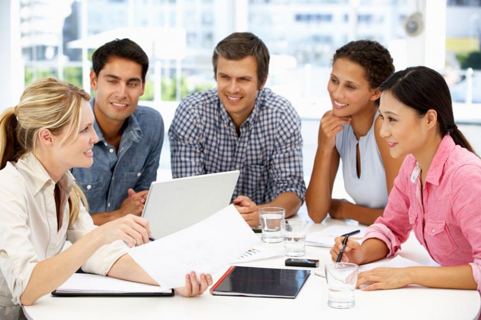 Las investigaciones determinan el mejor horario para algunas actividades cotidianas, tal como una reunión de trabajo. (Foto: comohacerpara.com)