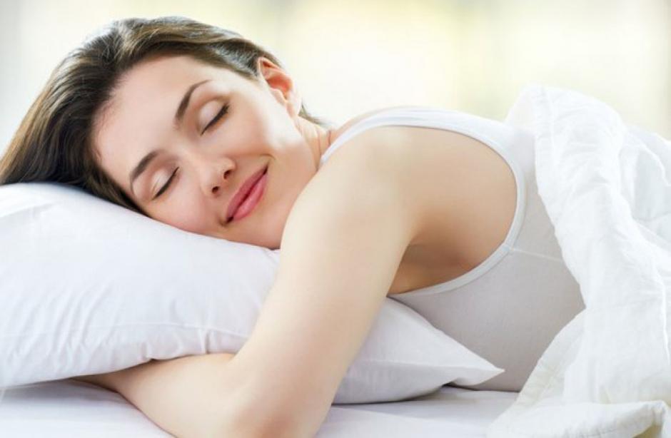 Las investigaciones recomiendan ir a la cama entre las 21:00 y 23:00 horas. (Foto: sumedico.com)
