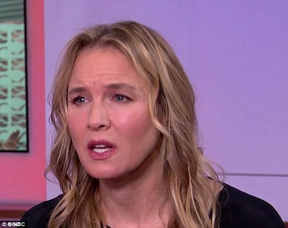 Renee Zellweger sorprendió a los papparazzi con un nuevo look. (foto: NBC)