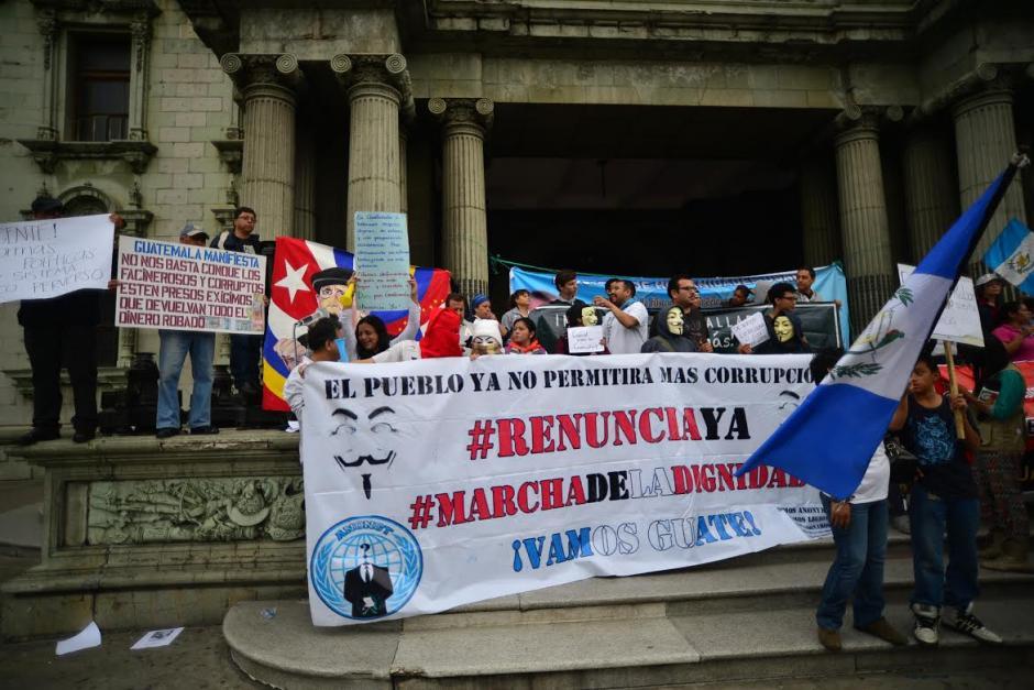 Los manifestantes exigen la renuncia del presidente Otto Pérez Molina. (Foto: Wilder López/Soy502)