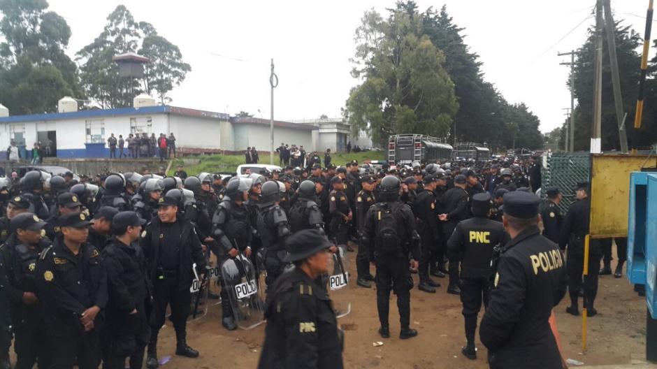 Más de 3 mil agentes de la PNC, Ejército y MP realizan una requisa masiva en la Granja Penal de Pavón. (Foto: PNC)
