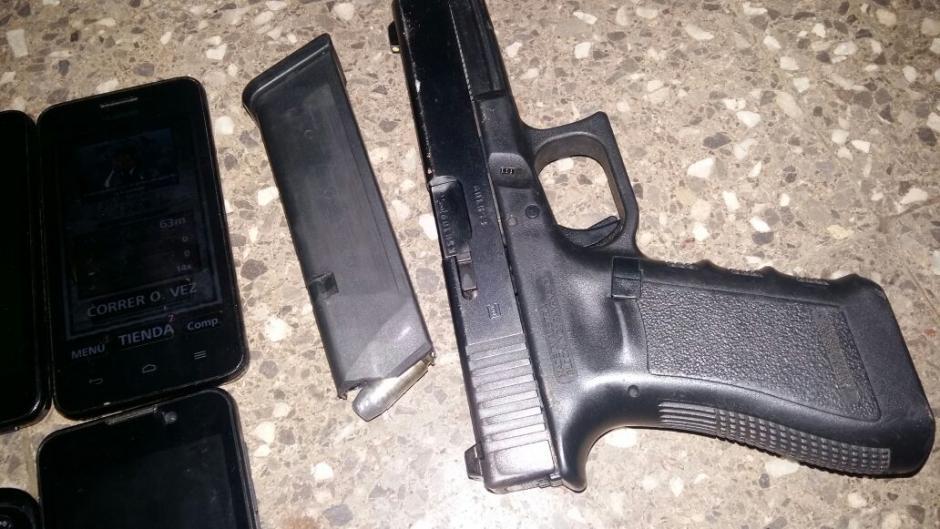 También fue encontrada una pistola .40 con su cartucho. (Foto: Sistema Penitenciario)