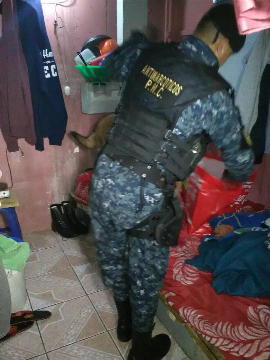 En las diligencias participan agentes de la PNC, Ministerio Público y guardias del Sistema Penitenciario.  (Foto: PNC)