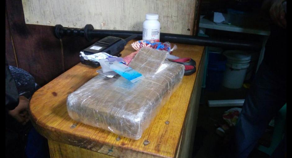 En el operativo encontraron marihuana y cocaína escondida en una caleta. (Foto: PNC)