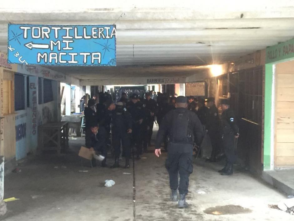 Las autoridades suponen que las armas ingresaron dentro de un camión cisterna. (Foto: PNC)