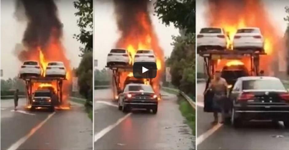 Un hombre rescata un carro para que no se quemara. (Captura de pantalla: WorldWideTV/YouTube)