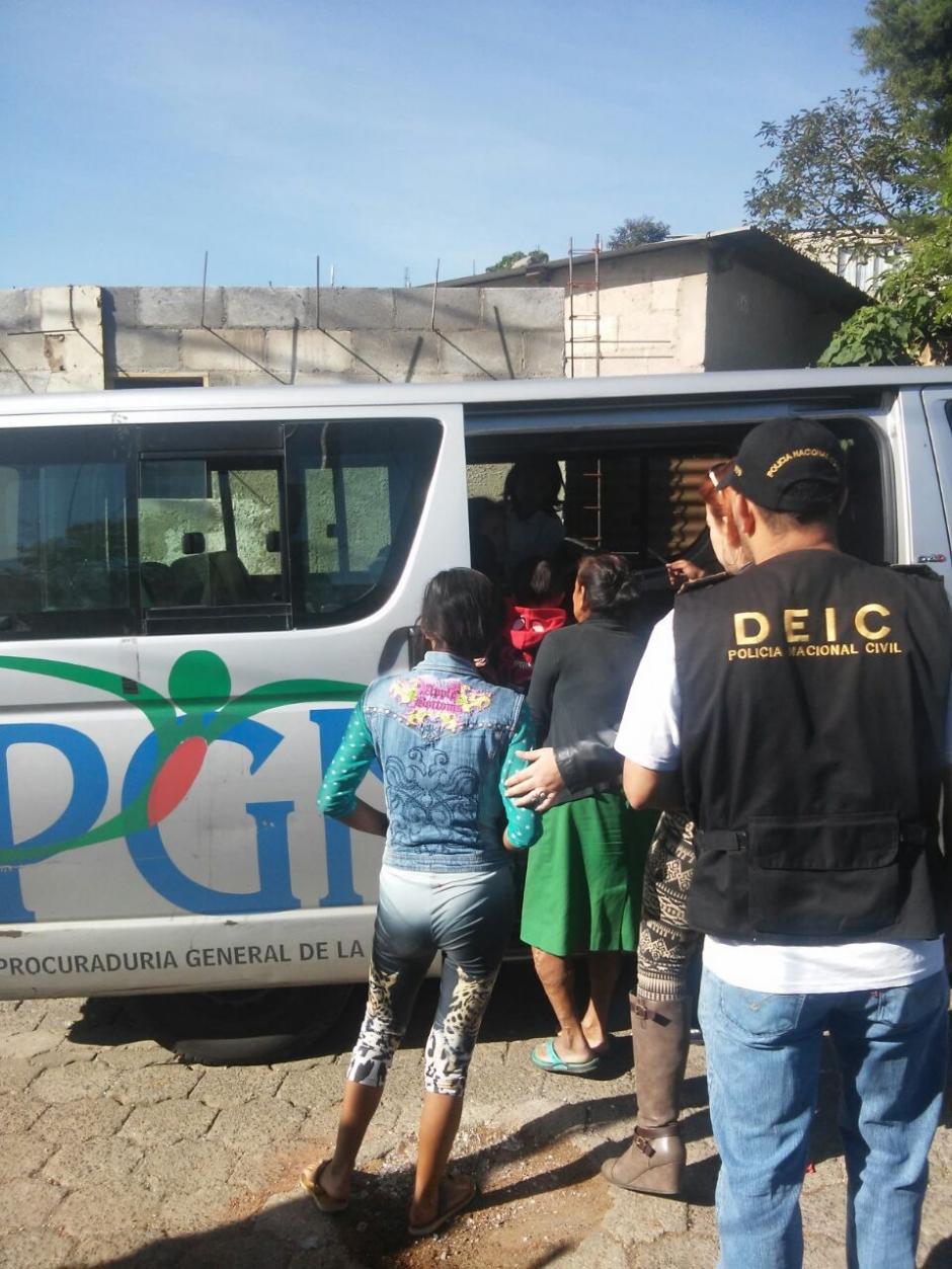 Los menores debían recaudar 100 quetzales diarios. (Foto: PNC)