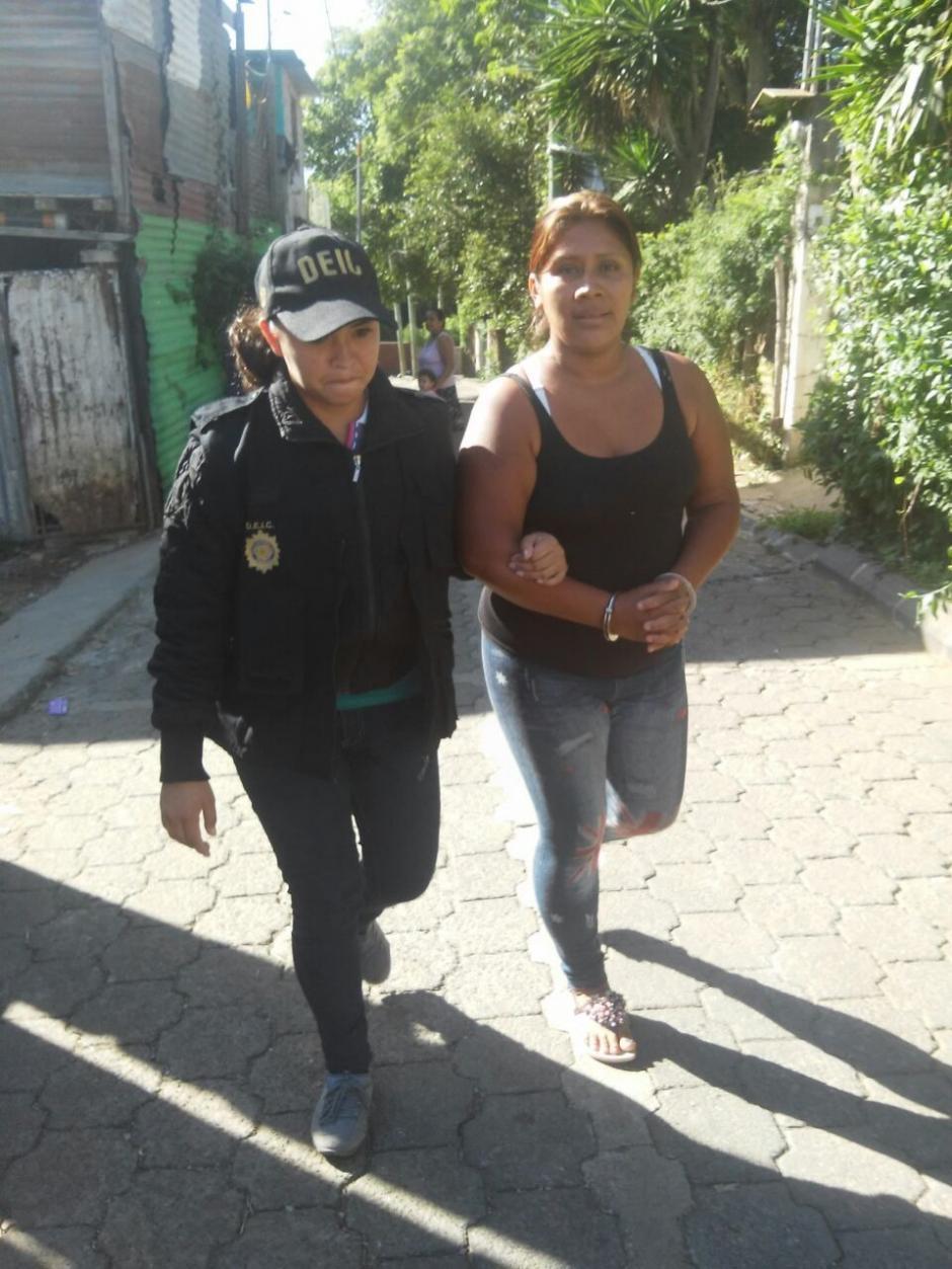 Las hermanas María Teresa y Marta Areli Xamba Sut fueron detenidas por supuesto abuso de menores.  (Foto: PNC)