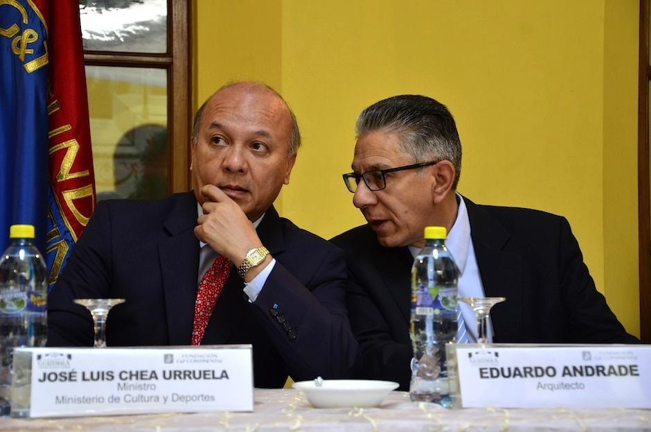 Chea Urruela junto a Eduardo Andrade, arquitecto del proyecto. (Foto: Selene Mejía/Soy502)