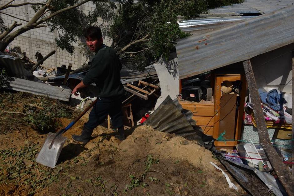 Los rescatistas continúan en la búsqueda de sobrevivientes. (Foto: Jesús Alfonso/Soy502)