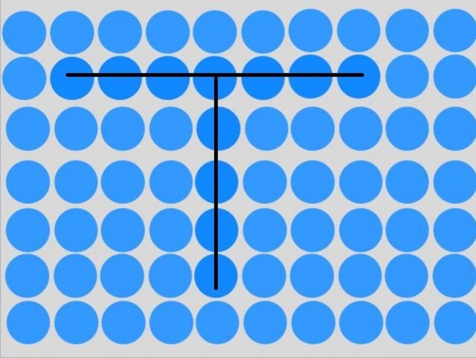 Detrás de el tono azul, se esconde una letra T. (Imagen: playbuzz)