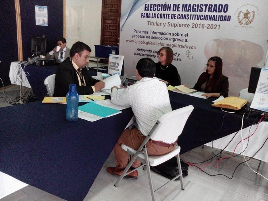 Los expedientes de los aspirantes fueron revisados preliminarmente entre el pasado sábado y este domingo. (Foto: Alejandro Balán/ Soy502)