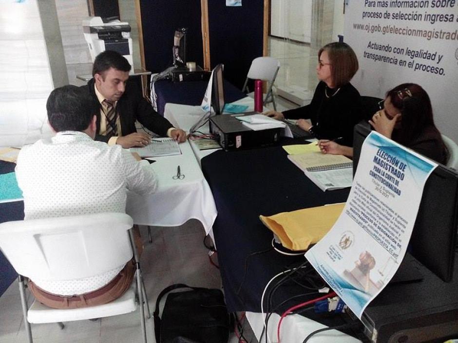 La revisión preliminar de los expedientes de los candidatos a ocupar el cargo de Magistrado Titular y Suplente fue transmitido en la página del Organismo Judicial. (Foto: Alejandro Balán/Soy502)