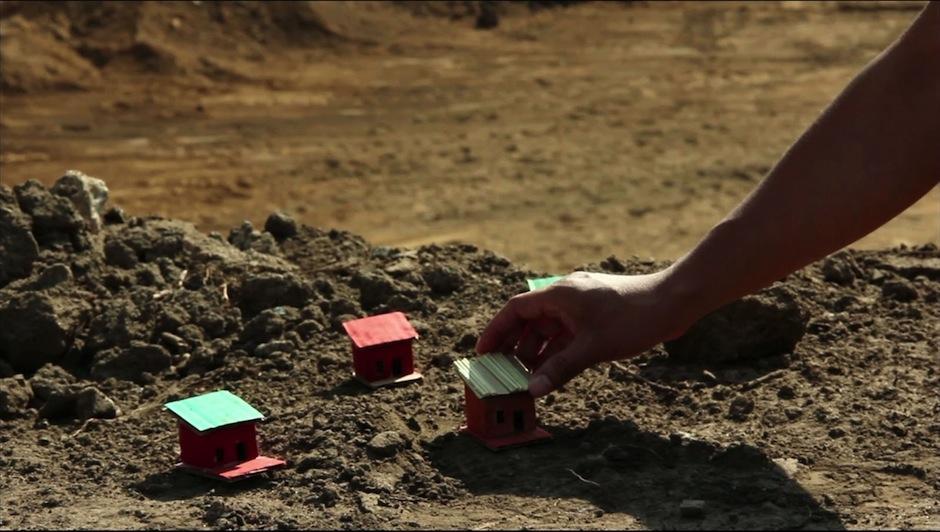 """""""Tierra y Casas"""" es un registro audiovisual realizado por Reyes Josué Morales."""