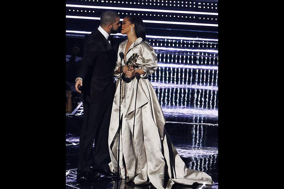 El público de los VMAs no dejó de gritar en ningún momento al ver a los intérpretes juntos. (Foto: AFP)