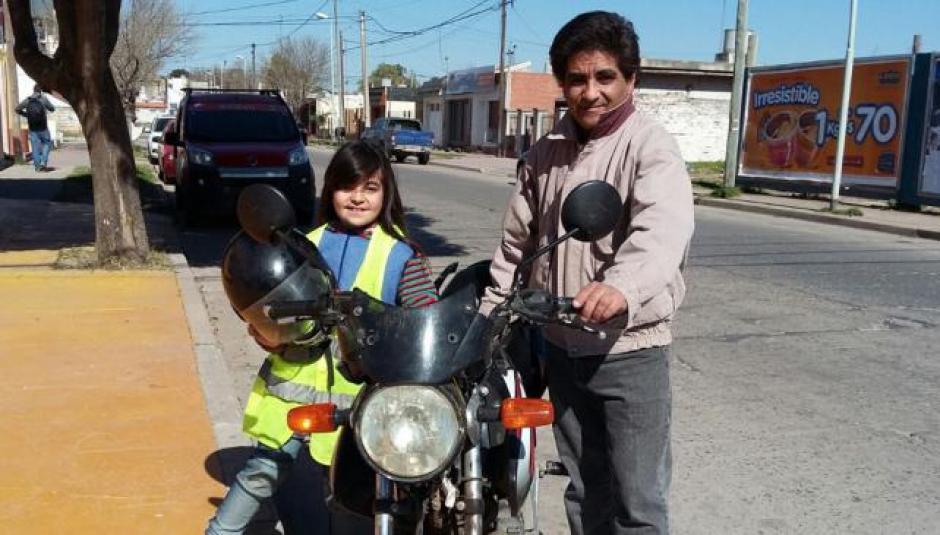 Alejandro Ramírez buscó a los dueños de una maleta que contenía mucho dinero para devolvérsela. (Foto: La Voz)