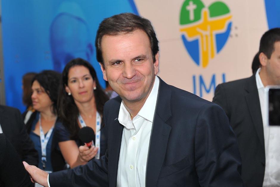 Eduardo Paes es el actual alcalde de Río de Janeiro y al ser sorprendido tirando basura, pidió que se le imputara una multa