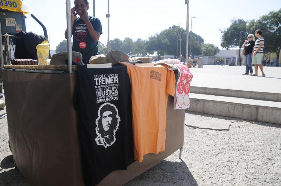 """Un """"argentino"""" en Río. La imagen infaltable de el """"Ché"""" Guevara se vende por las calles de Brasil. (Foto: Pedro Pablo Mijangos/Soy502)"""