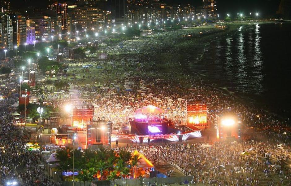 En Río de Janeiro se recibe con juegos artificiales el Año Nuevo. (Foto: taringa)