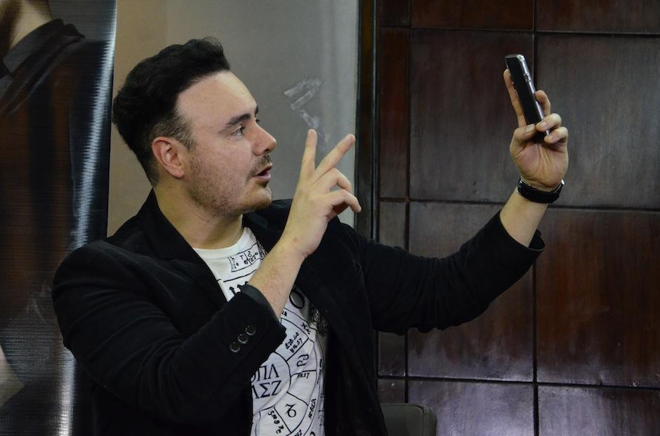Los artistas aprovecharon para alimentar sus redes con selfies. (Foto: Selene Mejía/Soy502)