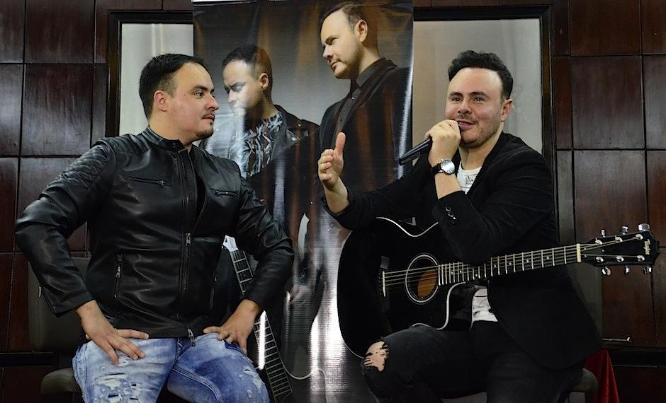 El dúo aprovechó para cantar dos temas durante la conferencia de prensa. (Foto: Selene Mejía/Soy502)