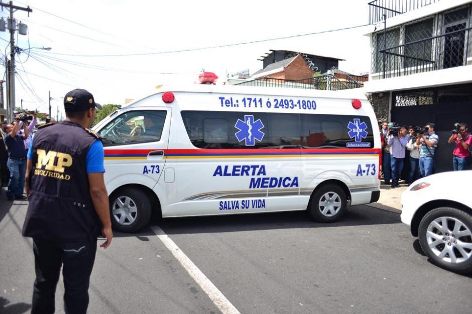 Una ambulancia de un centro asistencial privado llegó a la casa de Ríos Montt a solicitud de su hija. (Foto: Jesús Alfonso/Soy502)