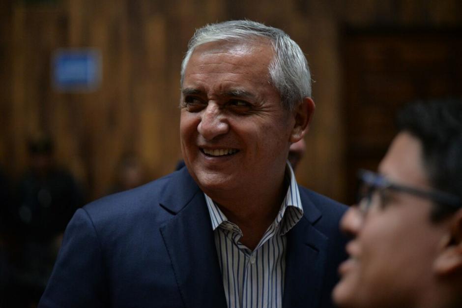 Así es el semblante de Otto Pérez Molina antes de la audiencia. (Foto: Wilder López/Soy502)