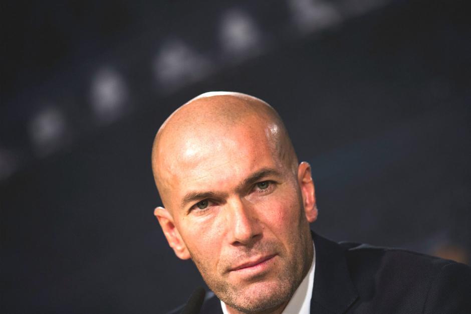 Zinedine Zidane, entrenador del Real Madrid, confirmó que Ronaldo y Benzema no jugarán este sábado. (Foto: okdiario.com)