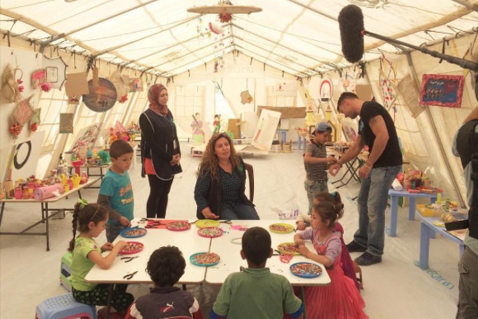 Martin visitó a niños y adolescentes refugiados en el Líbano. (Foto: Instagram)