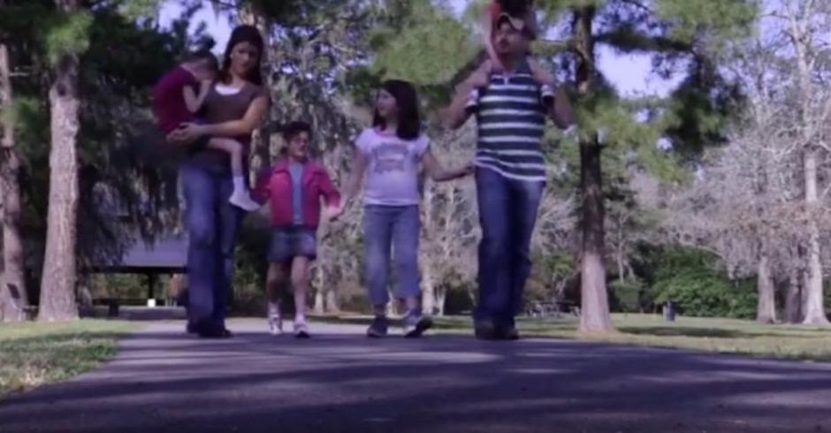 Los esposos Hooker acompañados de sus cuatro hijas. (Foto: Robert Stump)