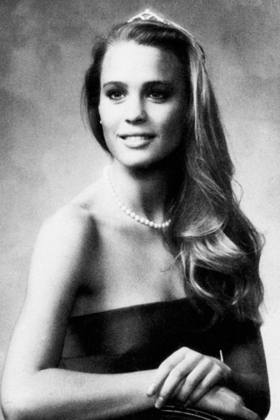 Robin Wright, tan guapa como siempre. Luce su cabello largo y un collar de perlas. (Foto: El País)