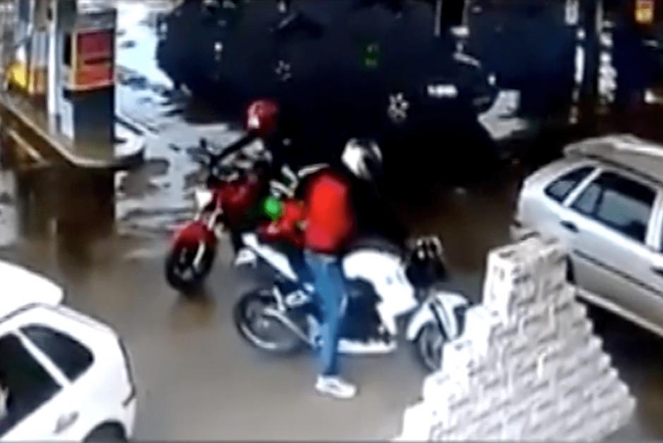 El otro delincuente logró darse a la fuga. (Foto: captura de YouTube)
