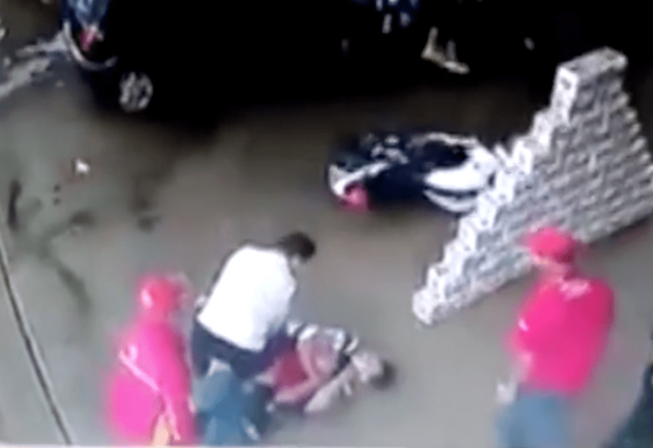El frustrado robo se registró en una gasolinera de El Salvador. (Foto: captura de YouTube)