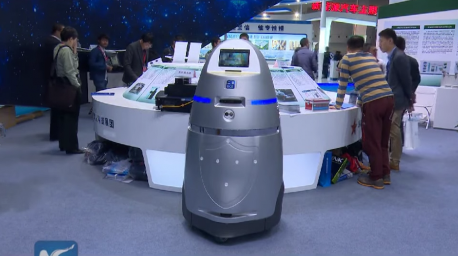 Esta versión china de Robocop se llama AnBot. (Captura de pantalla Youtube/New China TV)