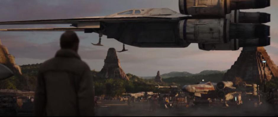 Una nave rebelde U-Wing despega desde las ruinas de Tikal en Petén, Guatemala. (Captura de pantalla: Star Wars/YouTube)