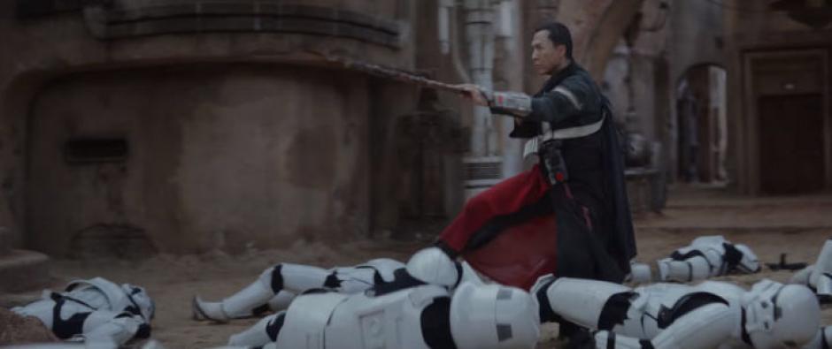 Chirrut Imwe es un guerrero ciego que se encuentra influenciado por el legendario espadachín japonés, Zatoichi, ((Captura de pantalla: Star Wars/YouTube)