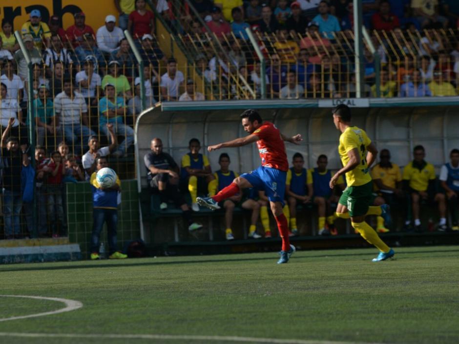 Carlos Kamiani Félix anotó el primer tanto en el partido. (Foto: Wilder López/Soy502)