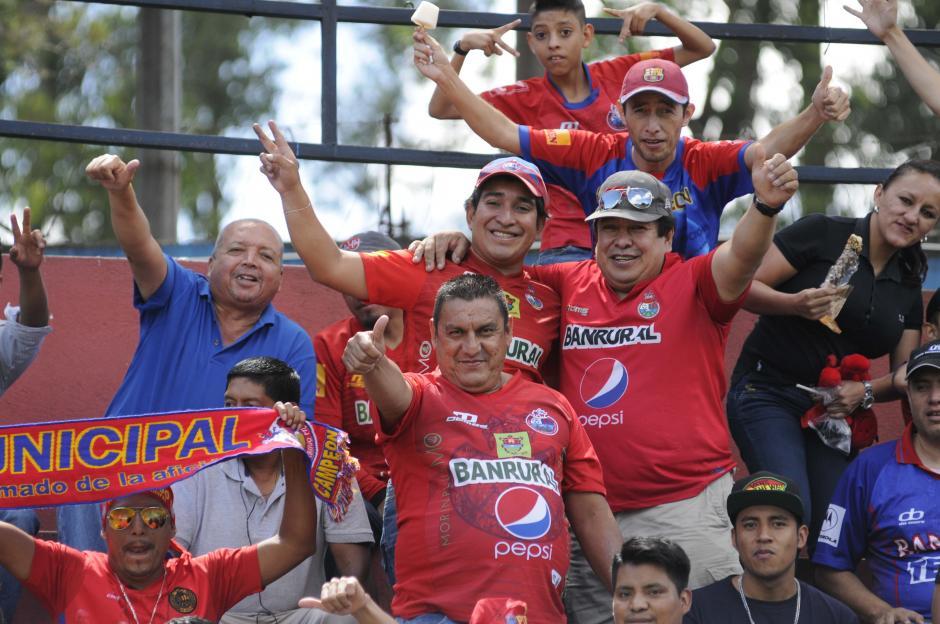 Se reportaron 2 mil 700 aficionados rojos en el estadio El Trébol. (Foto: Pedro Pablo Mijangos/Soy502)